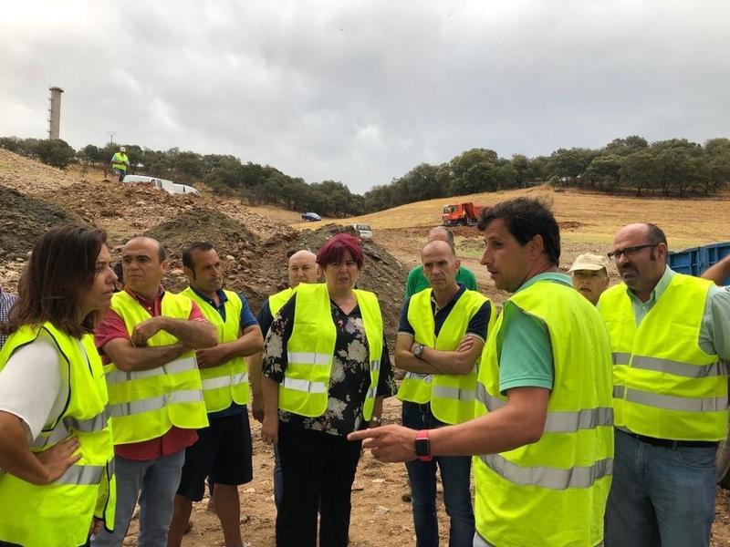 La consejera Begoña García visita las obras de emergencias para riego de la Comunidad de Regantes de Peraleda de la Mata