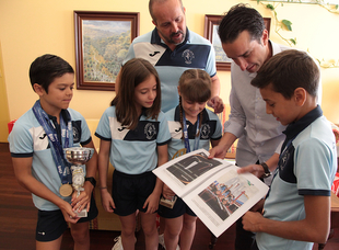 Directivos y alumnos del Club Gimnástico Baled-Aix se reúnen con el vicepresidente primero y el diputado de Cultura y Deportes de la Diputación