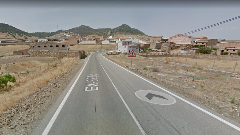 El diputado de Fomento se reúne con varios alcaldes para informarles sobre la tramitación de las obras de la carretera que une Peñalsordo y Guadalmez