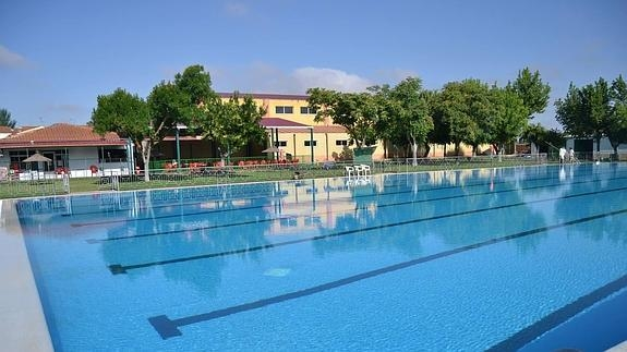 El PP de Puebla de Sancho Pérez piden explicaciones por las pérdidas de agua de la piscina municipal