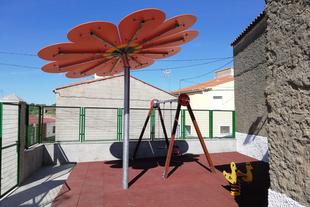 Pescueza estrena la rehabilitación y arreglo de su parque infantil