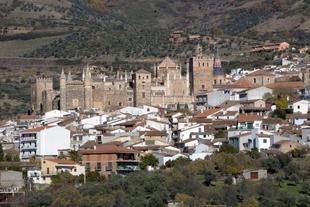 Diputación Desarrolla marca con hitos kilométricos el Camino Real a Guadalupe facilitando el paso a los peregrinos