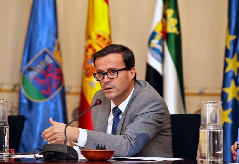 La Diputación de Badajoz aportará 6 millones de euros al nuevo Plan de Empleo Local firmado con la Junta y la institución provincial de Cáceres