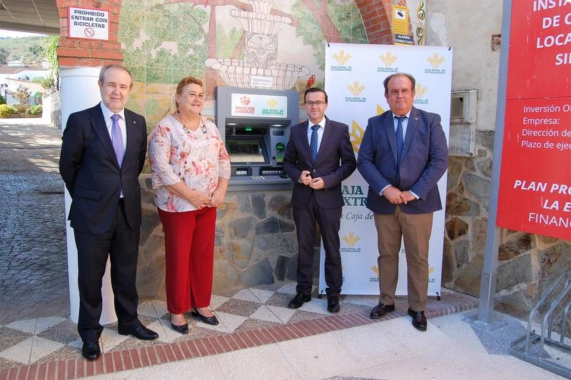 Unos 13.000 habitantes de la provincia se benefician de los cajeros automáticos instalados por  Caja Rural de Extremadura  y la Diputación de Badajoz