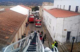 Una decena de bomberos del CPEI participaron en la extinción del incendio de la parroquia de Cabeza del Buey