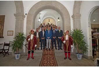 La Diputación celebra San Pedro de Alcántara agradeciendo el compromiso de sus trabajadores por el desarrollo de la provincia