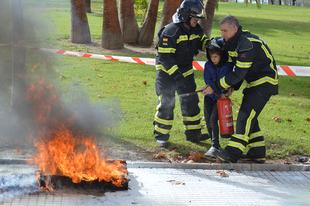Más de 400 escolares de Don Benito participan en los talleres de prevención de incendios