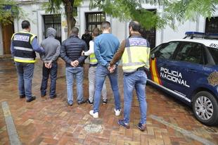 La Policía Nacional detiene a tres hombres por agredir y robar con violencia a un joven