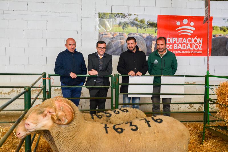 El presidente de la Diputación de Badajoz, asiste a la inauguración de la XXXVI Feria Agroganadera de Trujillo