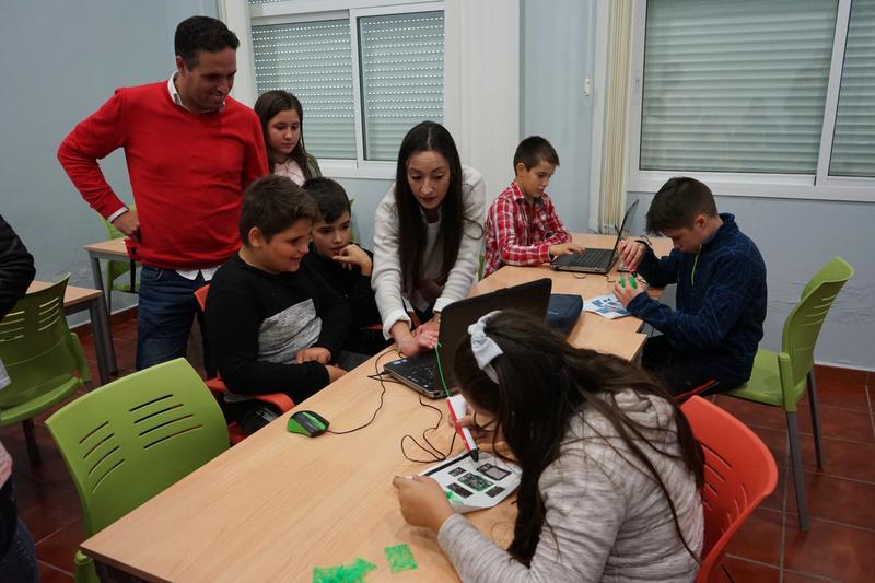 Escolares aprenden a programar robots y videojuegos con contenidos medioambientales