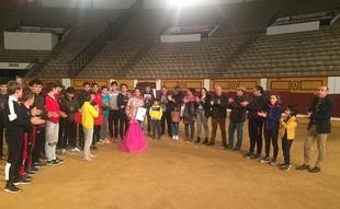 Los alumnos de la Escuela Taurina de la Diputación de Badajoz, contra la Violencia de Género