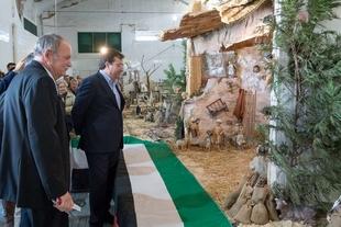 Vara visita en Almendralejo el Belén del artista extremeño José María Sanfélix