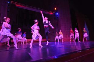 Alumnos y alumnas de Danza de la Diputación de Cáceres celebran la 1ª Gala Intercentros