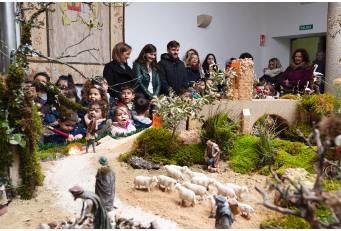 Alumnos y alumnas del CEIP de Garrovillas de Alconétar encienden las luces del Belén de la Diputación de Cáceres