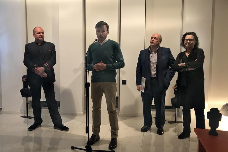 Una exposición acoge la 'versión reciclada' de la Historia del Arte de Javier Remedios