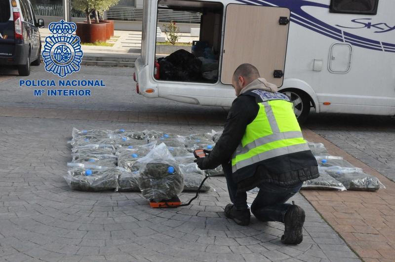 Policía Nacional detiene a dos personas con más de 37 kilos de marihuana