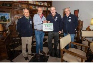 La Diputación entrega un desfibrilador al Banco de Alimentos de Cáceres