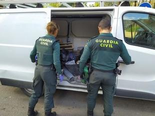 Roban en una cafetería y una tienda de alimentación de animales de Puebla de la Calzada