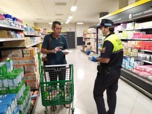 Olivenza señaliza con marcas viales de seguridad el acceso a los establecimientos públicos