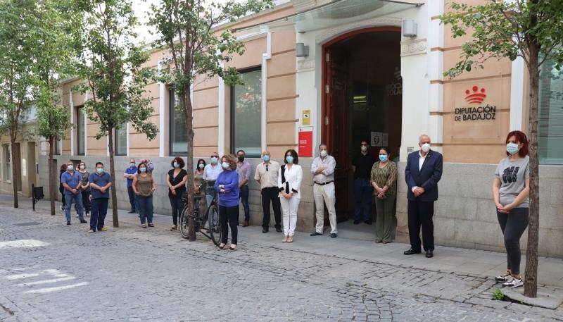 La Diputación celebra un minuto de silencio por los fallecidos por el COVID-19