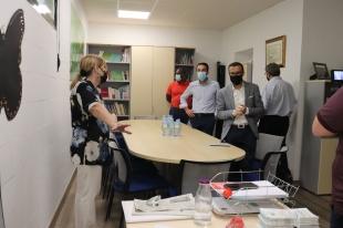 El presidente de la Diputación visita la nueva sede de la Asociación Oncológica Extremeña