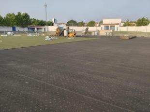 En marcha las obras de sustitución del césped artificial del campo de fútbol de Olivenza