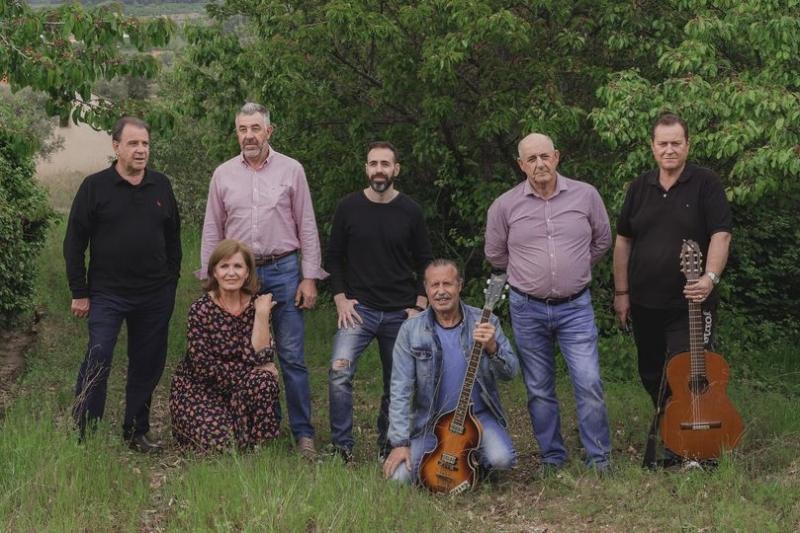 Estivalia llega a Valdastillas con la música de Llares Folk