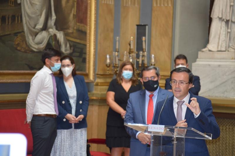 El presidente de la Diputación de Badajoz da a conocer en el Senado el Plan de Lucha contra la Exclusión Financiera puesto en marcha en la provincia