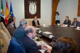 El presidente y el vicepresidente primero de la Diputación de Badajoz participan en una reunión del Consejo de Política Local