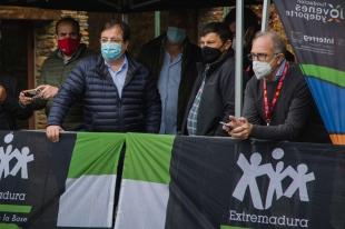 El presidente de la Junta visita Las Mestas con motivo de la Vuelta Ciclista a España