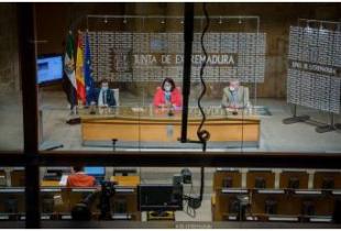 Junta de Extremadura y Diputaciones firman un convenio, por 8 millones de euros, para el arreglo de caminos rurales públicos