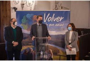 """El Cáceres CB, parte de la campaña de turismo """"Volver a lo que amas"""" de la Diputación de Cáceres"""