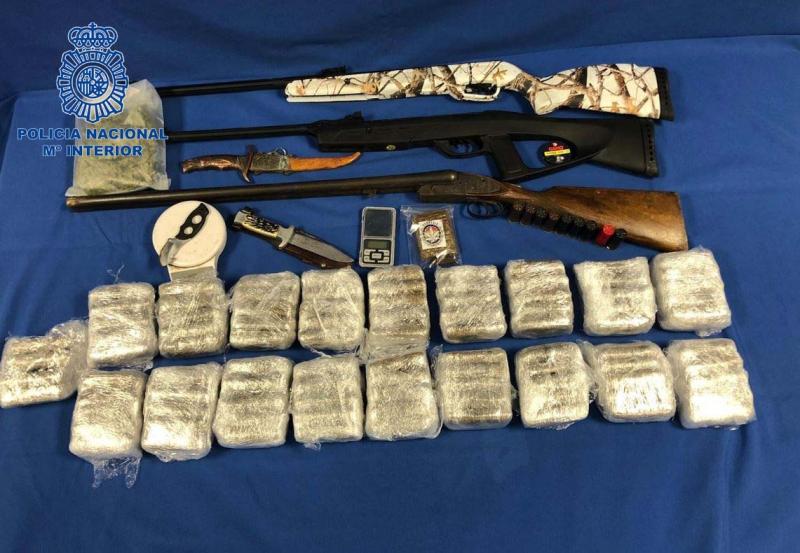 Policía Nacional detiene a dos personas con 10 kilogramos de hachís