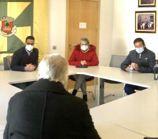 El Alcalde de Olivenza se reúne con los comerciantes oliventinos afectados con el Decreto de 5 de Enero de la Junta