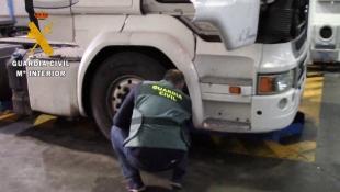 La Guardia Civil instruye diligencias por la  manipulación fraudulenta en el tacógrafo de un camión
