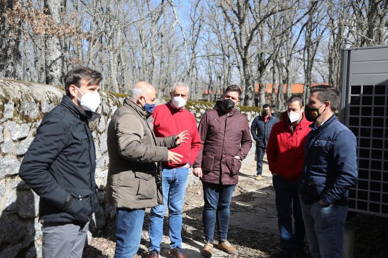 El presidente de la Diputación visita las obras realizadas en la Hospedería La Serrana, 'un motor más de desarrollo en el Valle del Jerte'