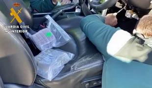 La Guardia Civil detiene al conductor de un camión cuando transportaba 30 kilos de hachís