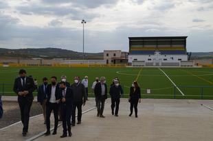 Gallardo visita el nuevo centro de interpretación y el estadio municipal de Zalamea de la Serena