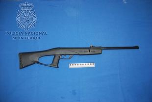 Policía Nacional imputa dos delitos leves de lesiones a un jóven por disparar con una escopeta de balines