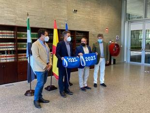 Turismo hace entrega de las banderas azules a las playas de interior de Orellana la Vieja y Cheles