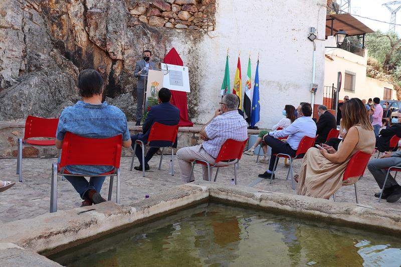 El presidente de la Diputación valora el esfuerzo de Hornachos por cuidar ''su patrimonio histórico y humano''