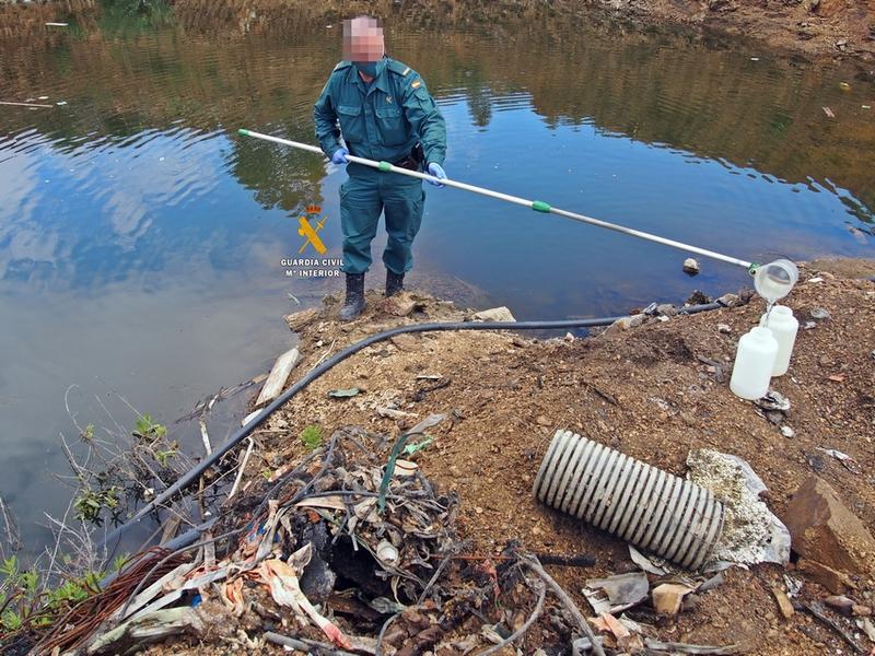 La Guardia Civil investiga a una empresa de Aceuchal de recogida de residuos por un supuesto delito medioambiental