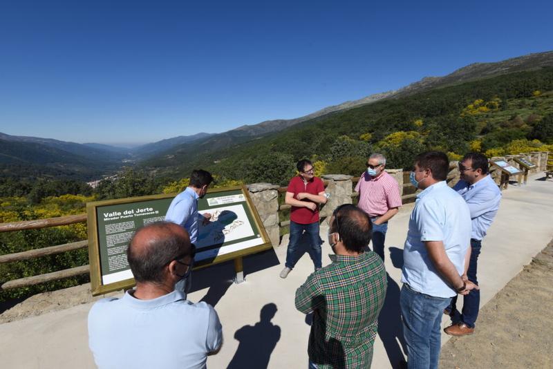 El mirador de Tornavacas estrena aparcamiento turístico inteligente gracias a Diputación Desarrolla