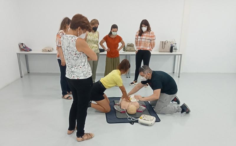 La Diputación de Badajoz forma en el uso de desfibriladores externos en centros escolares