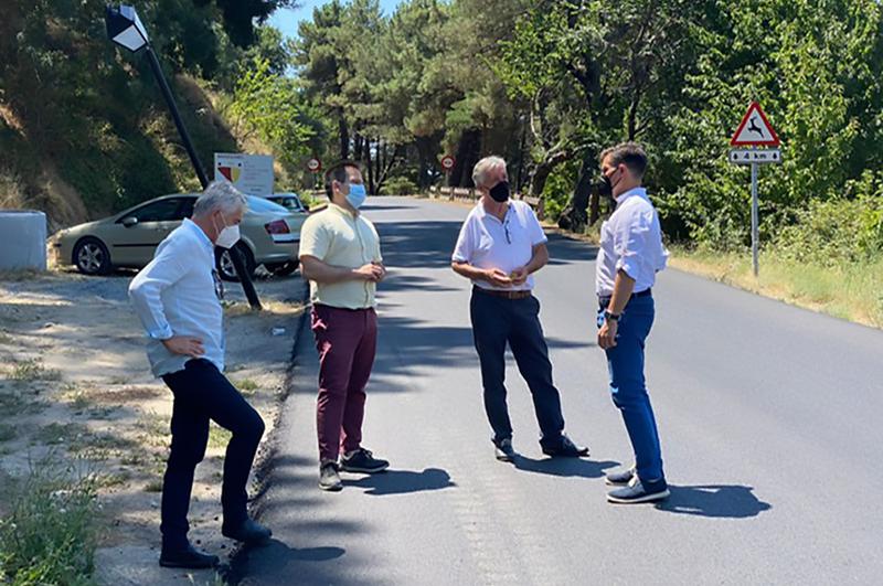 García Nicolás visita las obras de la CC-16.1 de Baños de Montemayor a La Garganta a punto de finalizar