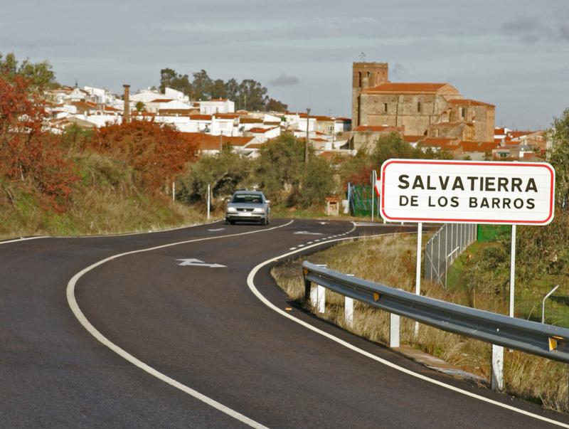 Corte de tráfico de zona urbana en la Carretera Provincial (BA-031), de Burguillos del Cerro (EX-112) a Salvatierra de los Barros