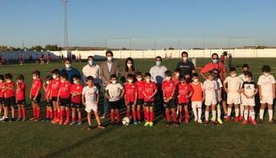 Nuria Flores inaugura el nuevo césped artificial del Campo de Fútbol de Olivenza