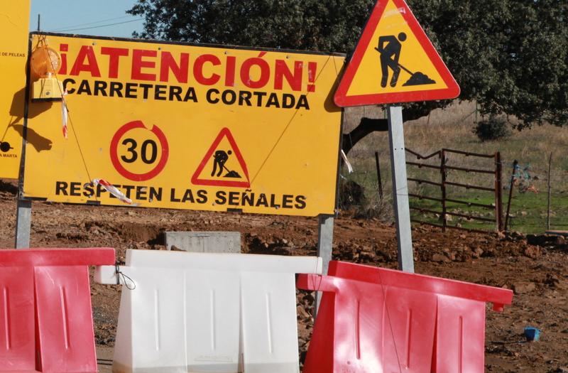 Corte en la Carretera Provincial BA-001 de Aceuchal a Arroyo de San Serván (BA-012) por Solana de los Barros