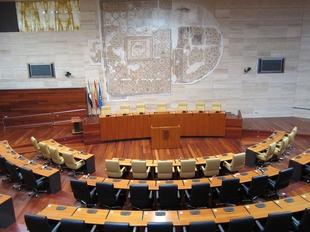 La Asamblea de Extremadura debate este martes las tres enmiendas a la totalidad de PP, Podemos y Ciudadanos