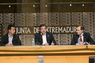 La Junta de Extremadura, Liberbank y APNABA trabajar�n de manera conjunta a favor de las personas con autismo